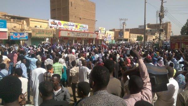 صورة للتظاهرة تناقلها ناشطون سودانيون