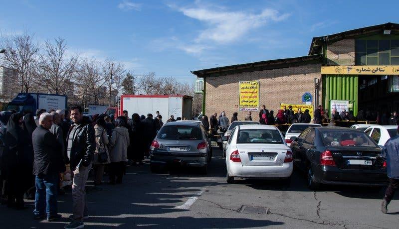 طابور لتوزيع اللحوم في العاصمة طهران