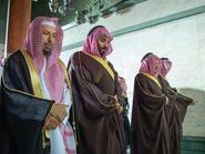 بالصور.. محمد بن سلمان يصلي داخل الكعبة المشرفة