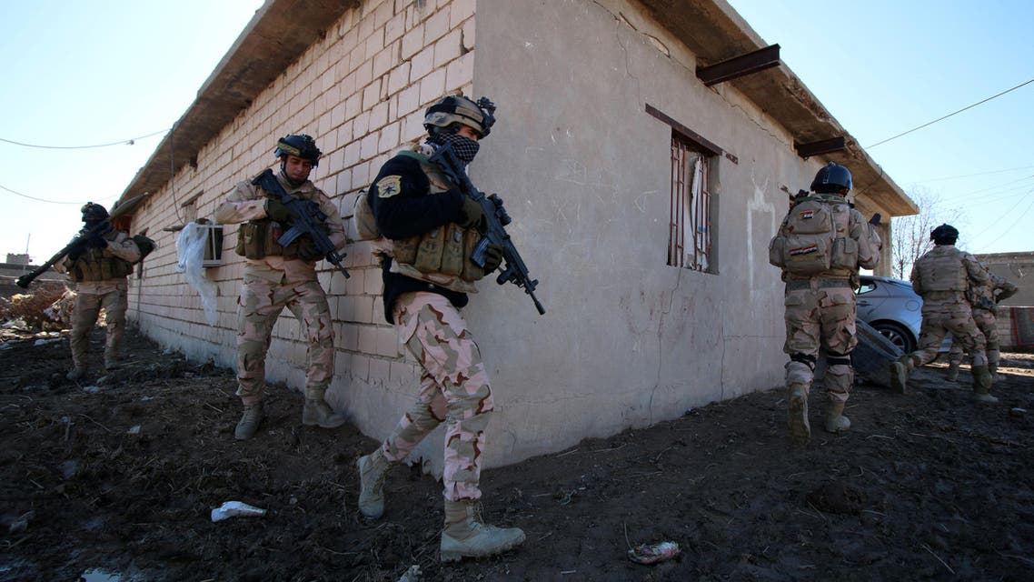 Iraqi soldiers inspect a house during a military operation to disarm local militias in Basra on January 3, 2016. (AFP)