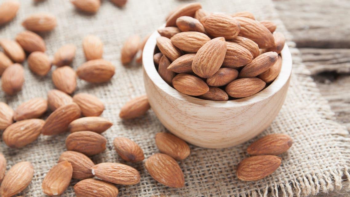 اللوز لوز almonds