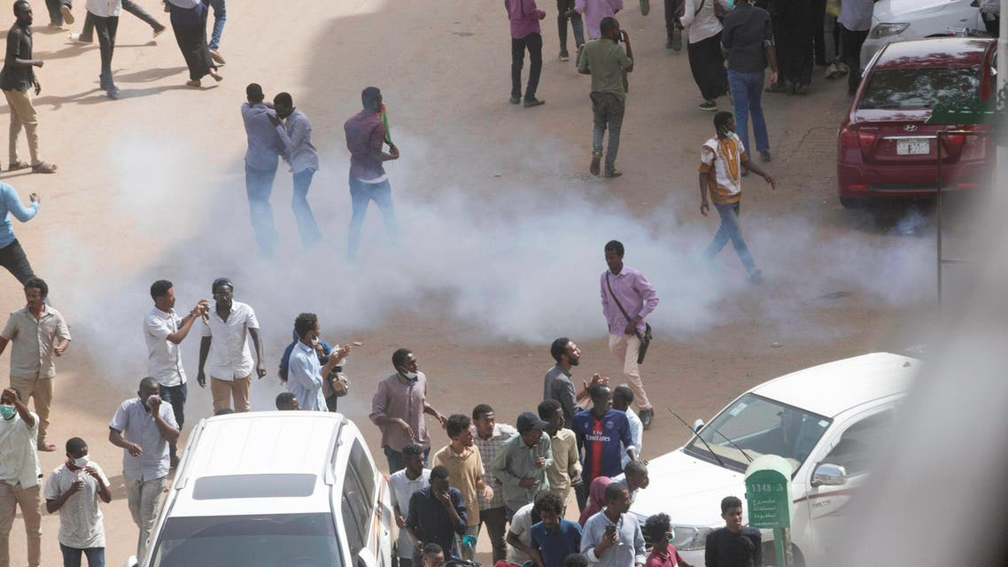 Tear gas is fired at Sudanese demonstrators during an anti-government protest in Khartoum, Sudan February 7, 2019. REUTERS/Stringer