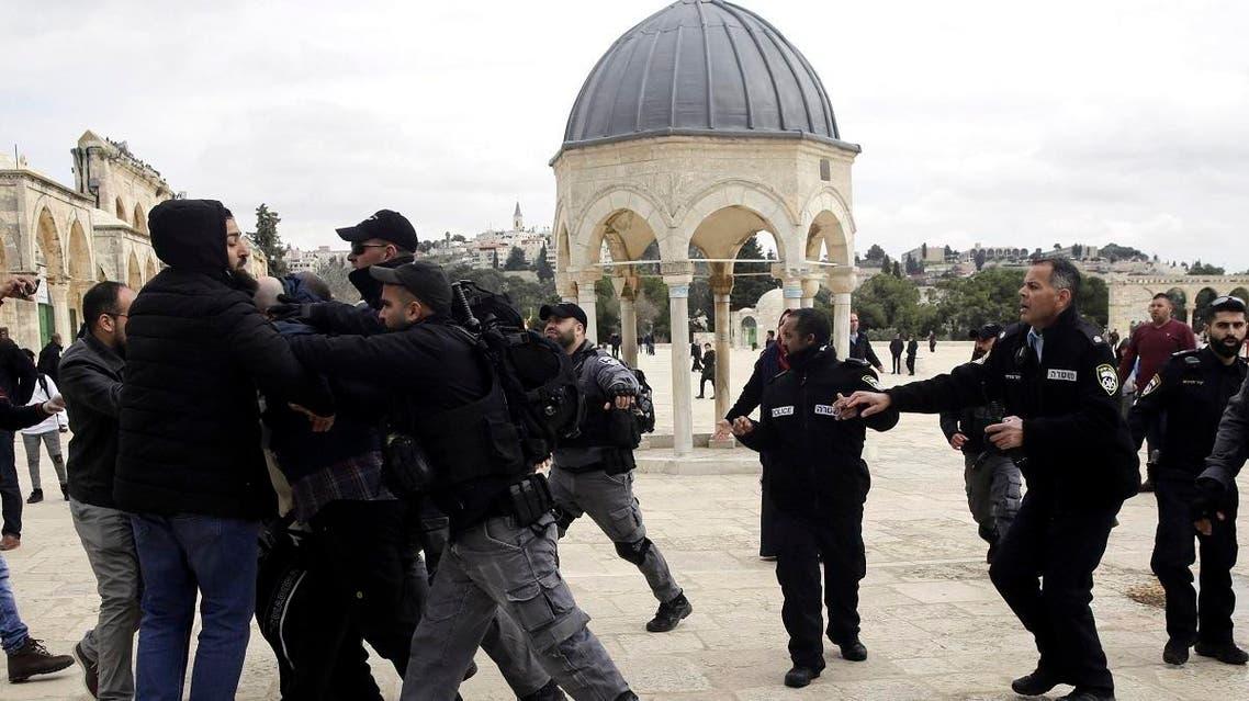 Israeli police confronts Palestinians at al Aqsa mosque (AP)