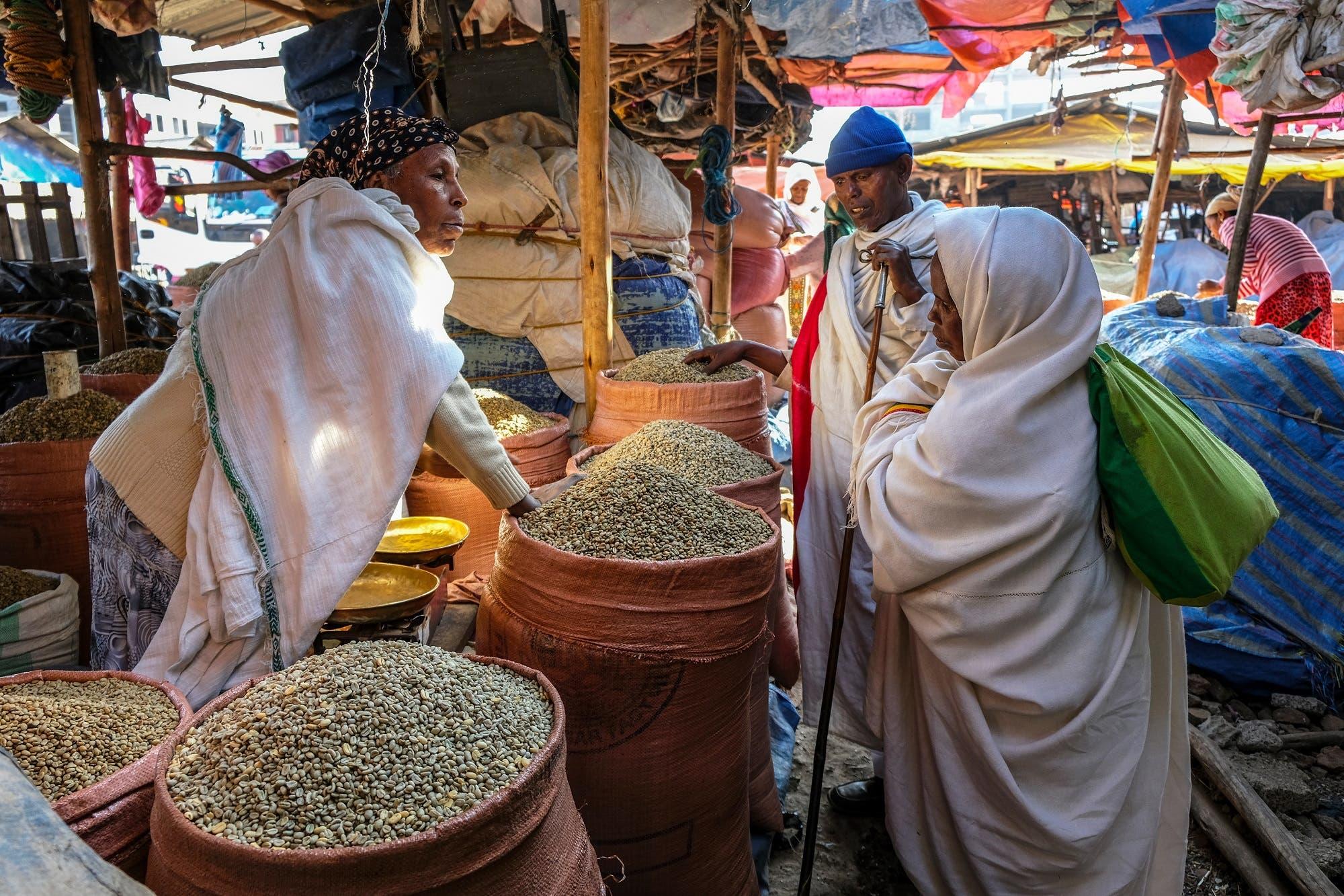 Ethiopian woman sells coffee beans. (File photo: Shutterstock)