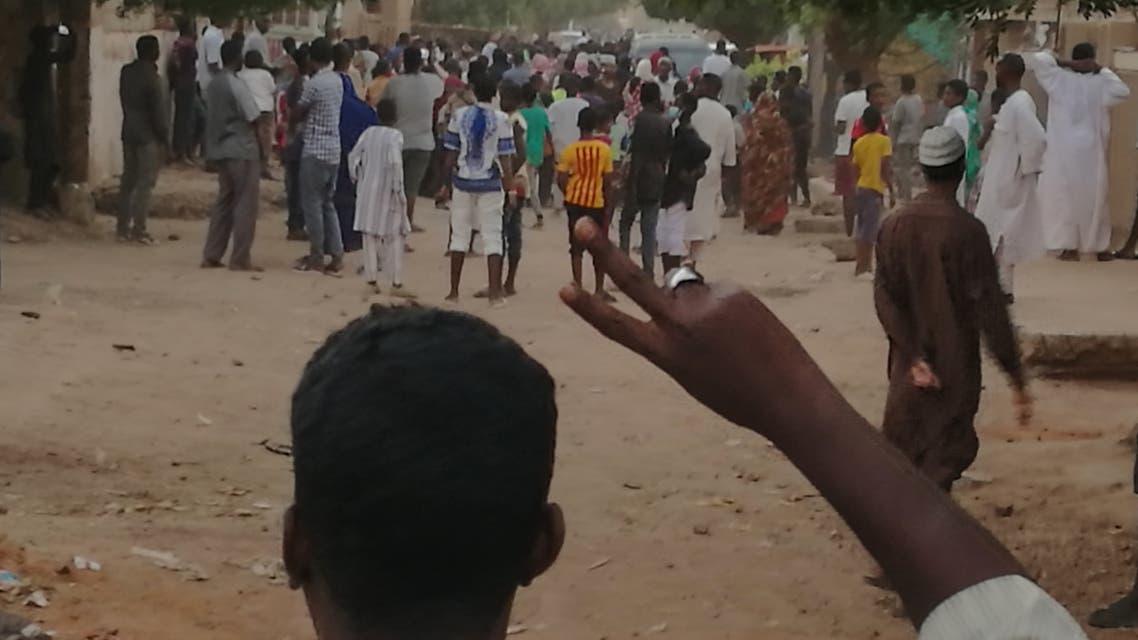 من تظاهرات السودان في 14 فبراير(فرانس برس)