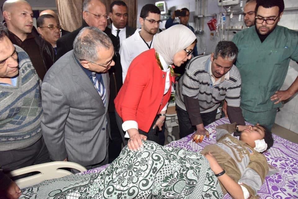 وزيرة الصحة المصرية تتفقد المصابين