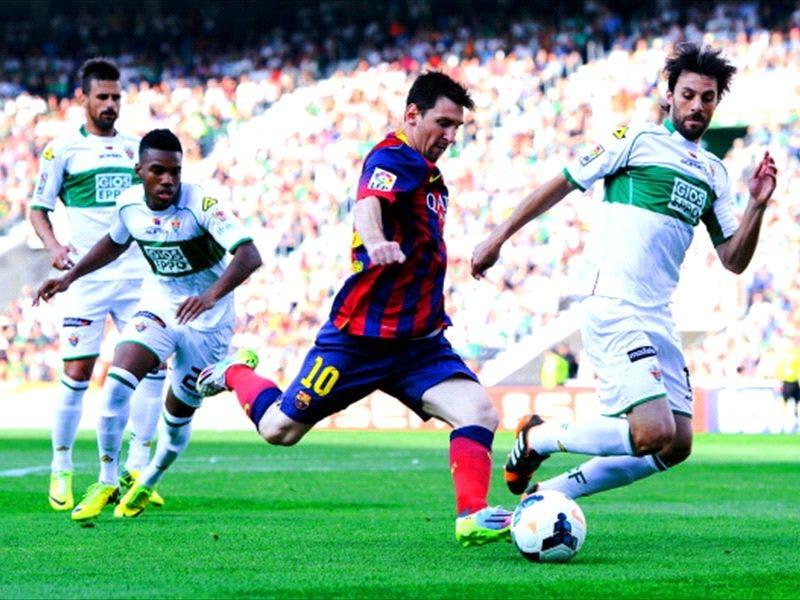 غاري مع فريقه الإسباني ضد برشلونة