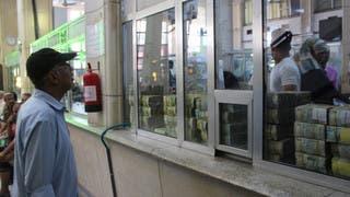 من داخل المصرف المركزي في عدن (أرشيفية)