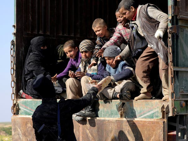 سوريا.. 30 شاحنة تقل أطفالا ونساء تخرج من الباغوز