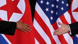 بومبيو يلمح لخفض العقوبات دون تخلي كوريا كليا عن النووي