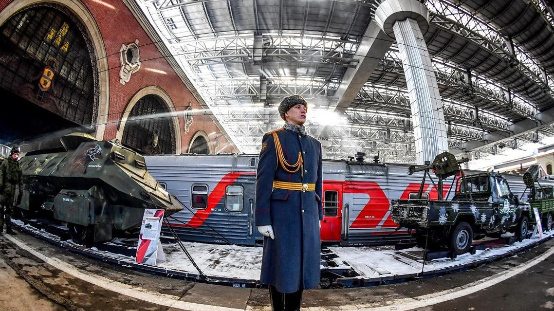"""A Russian honor guard soldier stands next to the train with """"Syrian turning point"""" exhibition items organized by Russian Defense Ministry, as it waits to depart from Kazansky railway station in Moscow on February 23, 2019.  (AFP)"""
