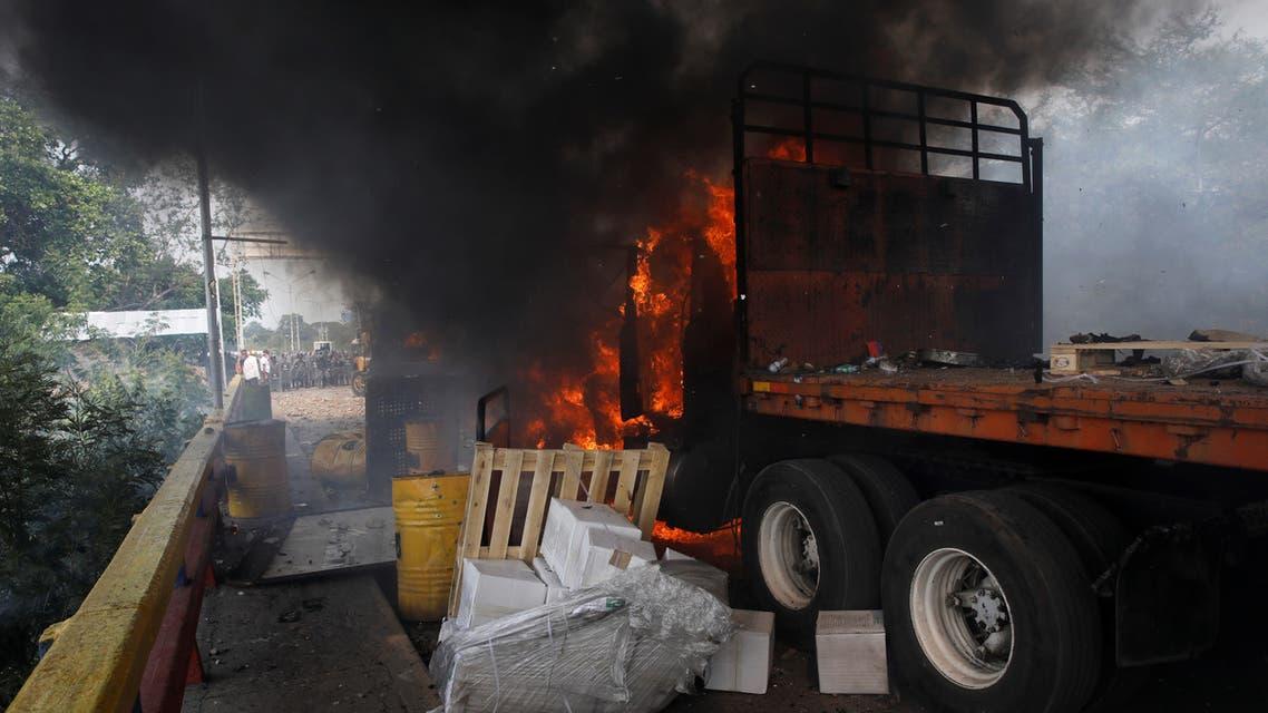 عودة شاحنتين إلى المخازن في كولومبيا بعد فشل محاولات إدخال مساعدات لفنزويلا