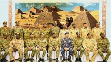البشير يعيد قادة عسكريين للخدمة ويعين وزير دولة للدفاع