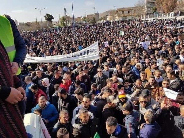 """الجزائر..استقالات إعلامية احتجاجا على """"تغطية"""" المظاهرات"""