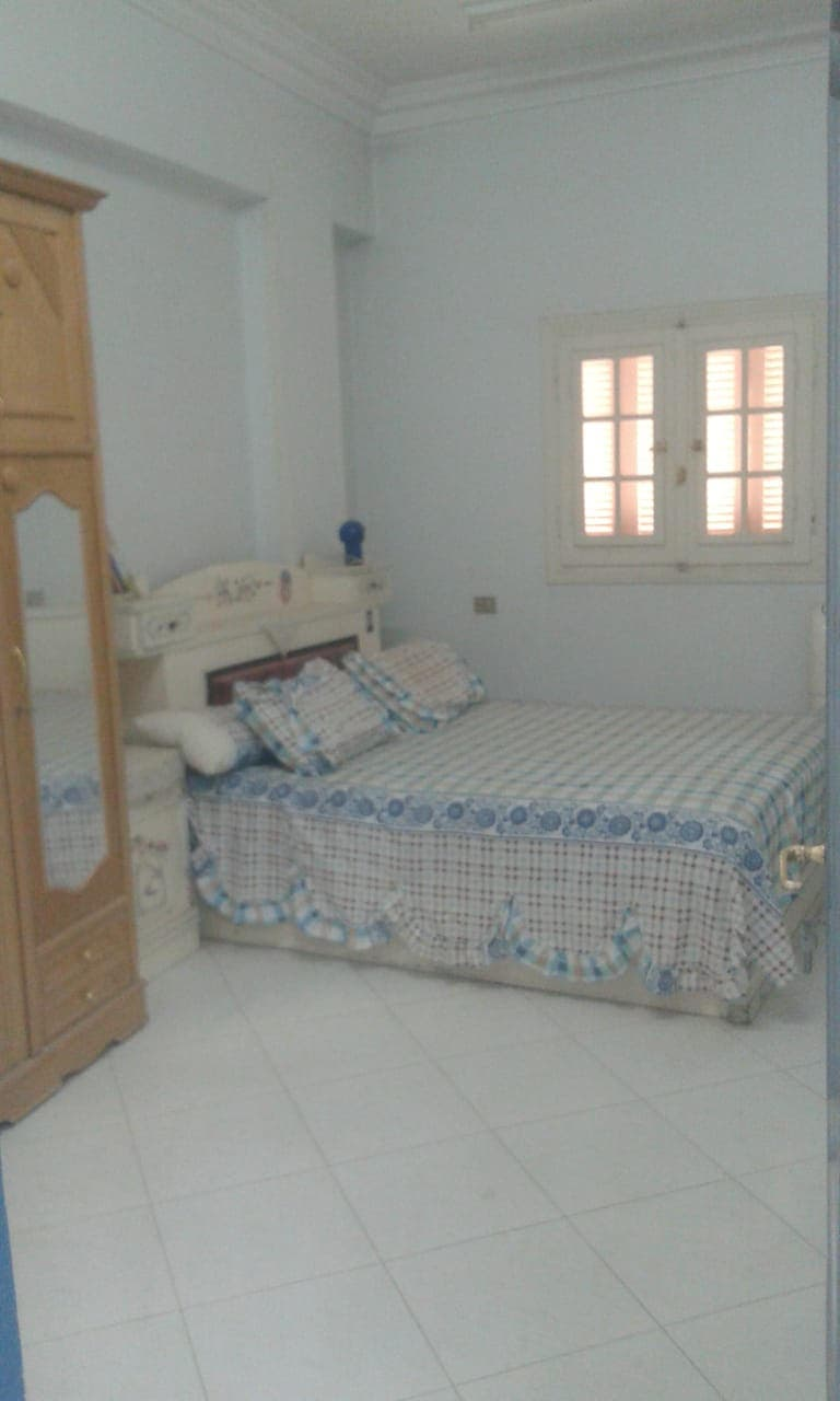 غرفة رامي في شقة والده بالمنيا
