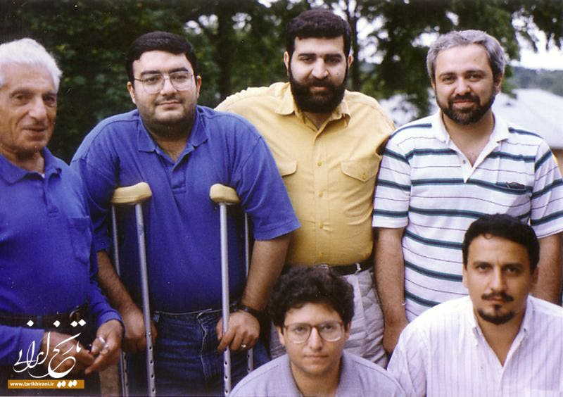 ظريف (يمين الصورة) إلى جانب صادق خرازي سفير إيران الأسبق بالأمم المتحدة