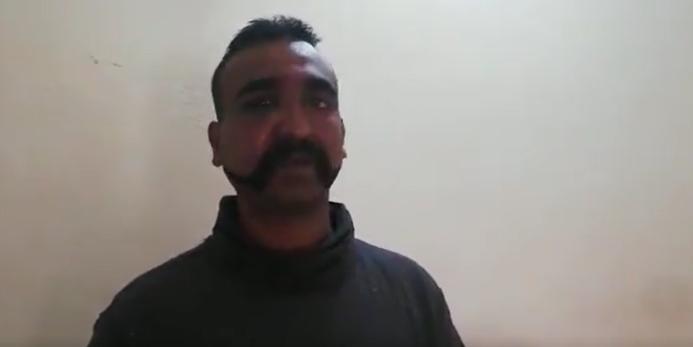 خلبان هندی اسیر در پاکستان