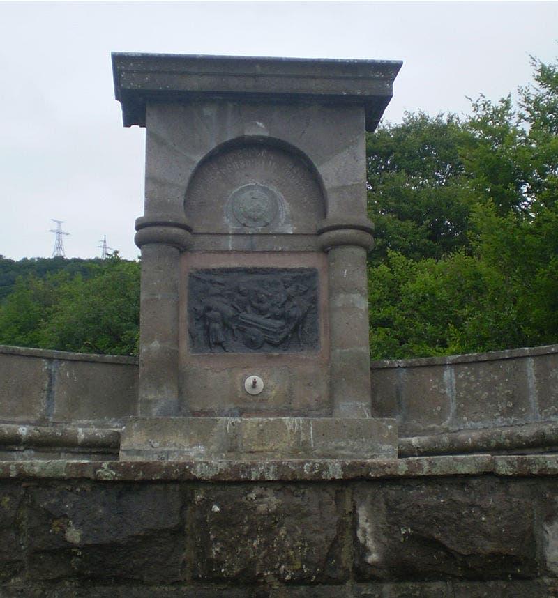 نصب تذكاري بأرمينيا تخليدا لذكرى السفير ألكسندر غريبوييدوف والذي دافع عن الأرمن خلال عودتهم نحو موطنهم