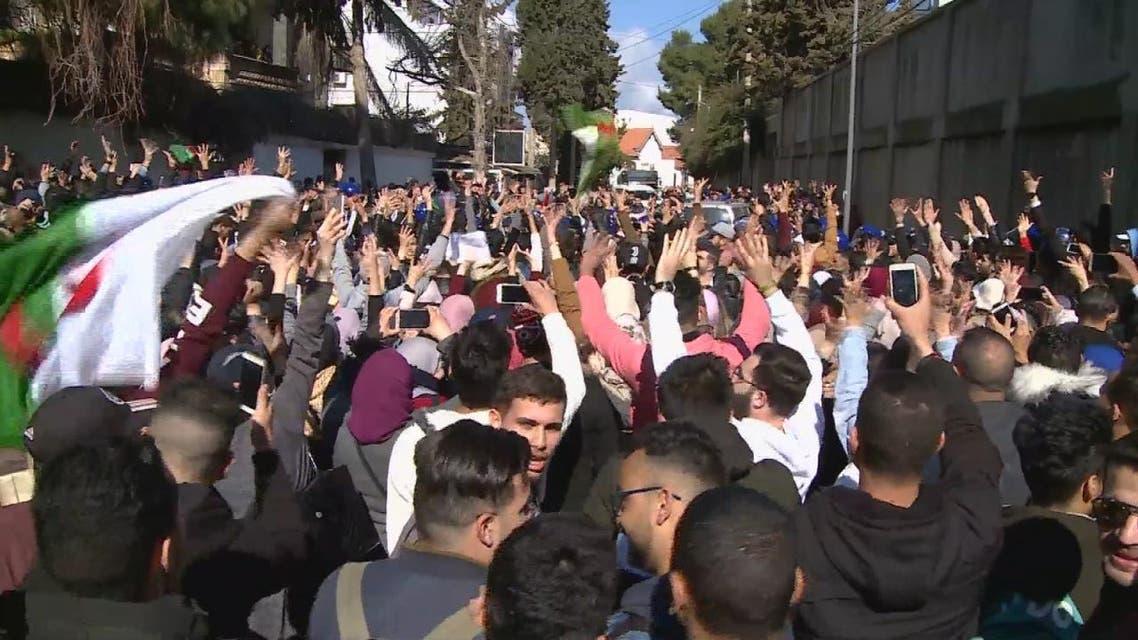 THUMBNAIL_ الجزائر.. تنوع أوجه الاعتراض على بوتفليقة