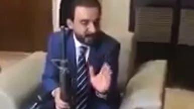 ضجة في العراق.. فيديو يجمع رئيس البرلمان وهدية داعشية