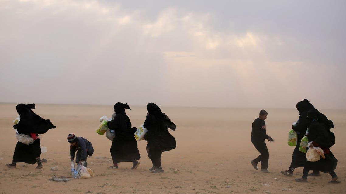 خارجون من الباغوز (27 فبراير- رويترز)