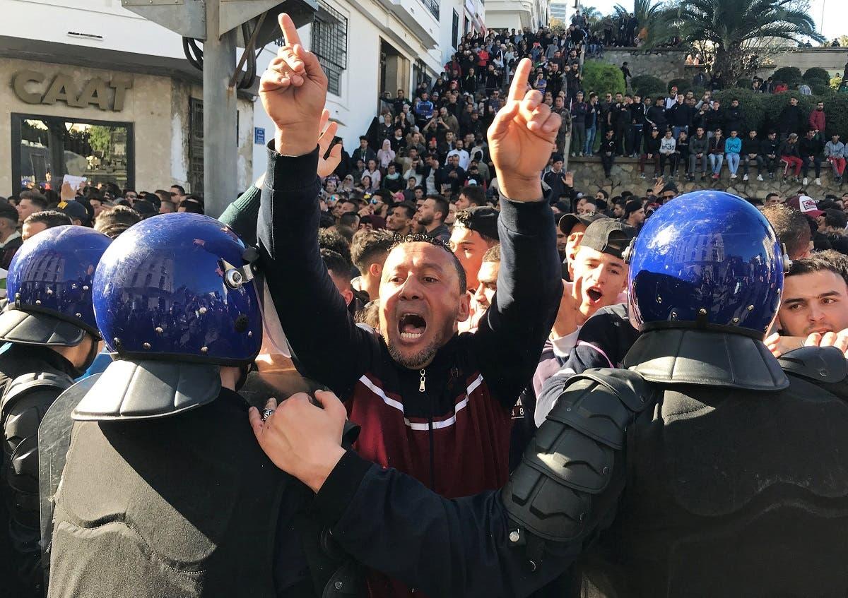 الجزائر میں  گذشتہ 10 روز  سے صدر بوتفلیقہ  کے  پانچویں مرتبہ  صدارتی انتخاب لڑنے کے خلاف  احتجاجی  مظاہرے جاری ہیں۔