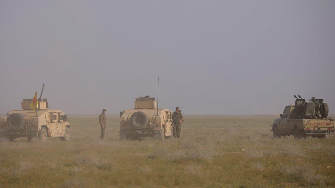 مركبات لقوات سوريا الديمقراطية قرب الباغوز بدير الزور يوم 25 فبراير