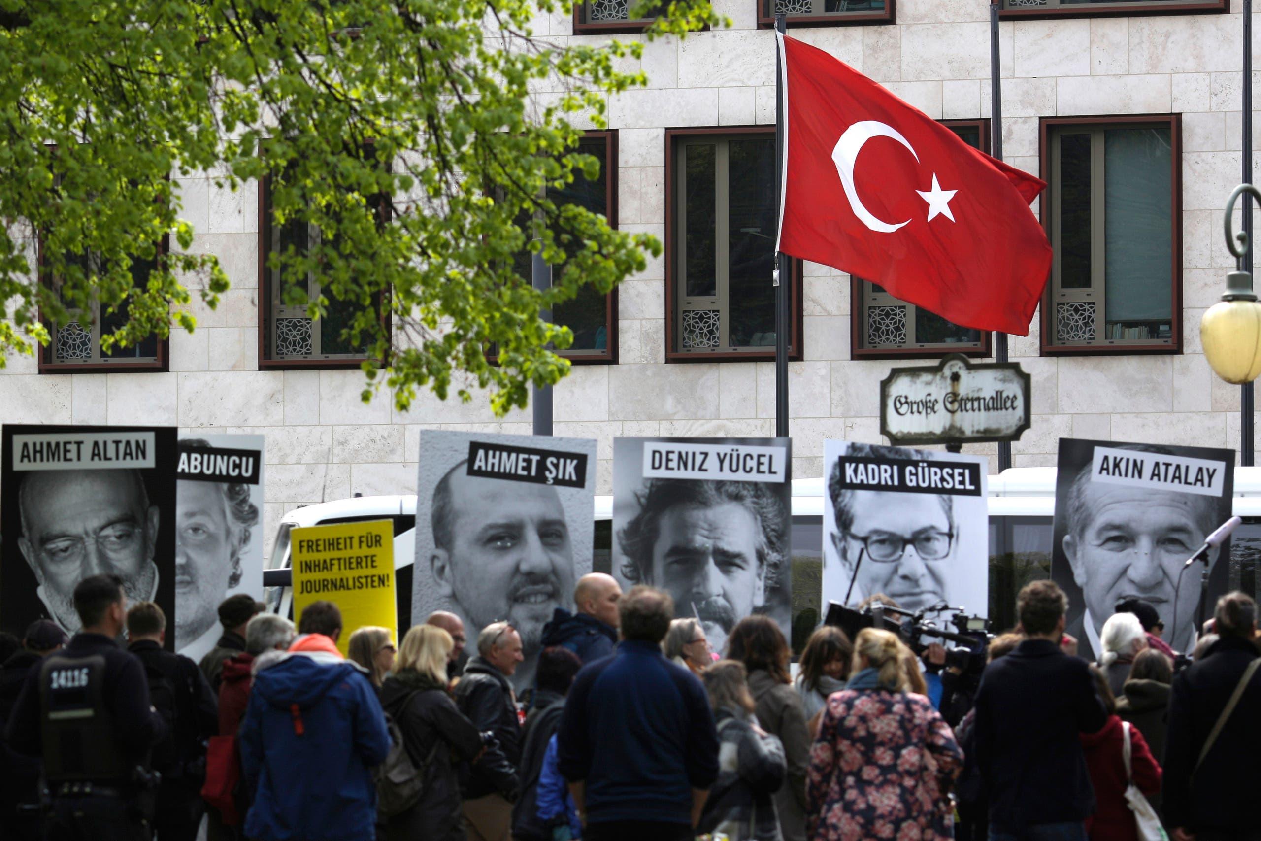 تظاهرات تطالب بحرية الصحافة في تركيا
