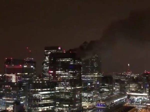"""لندن.. السيطرة على حريق كبير بسطح مبنى بنك """"باركليز"""""""