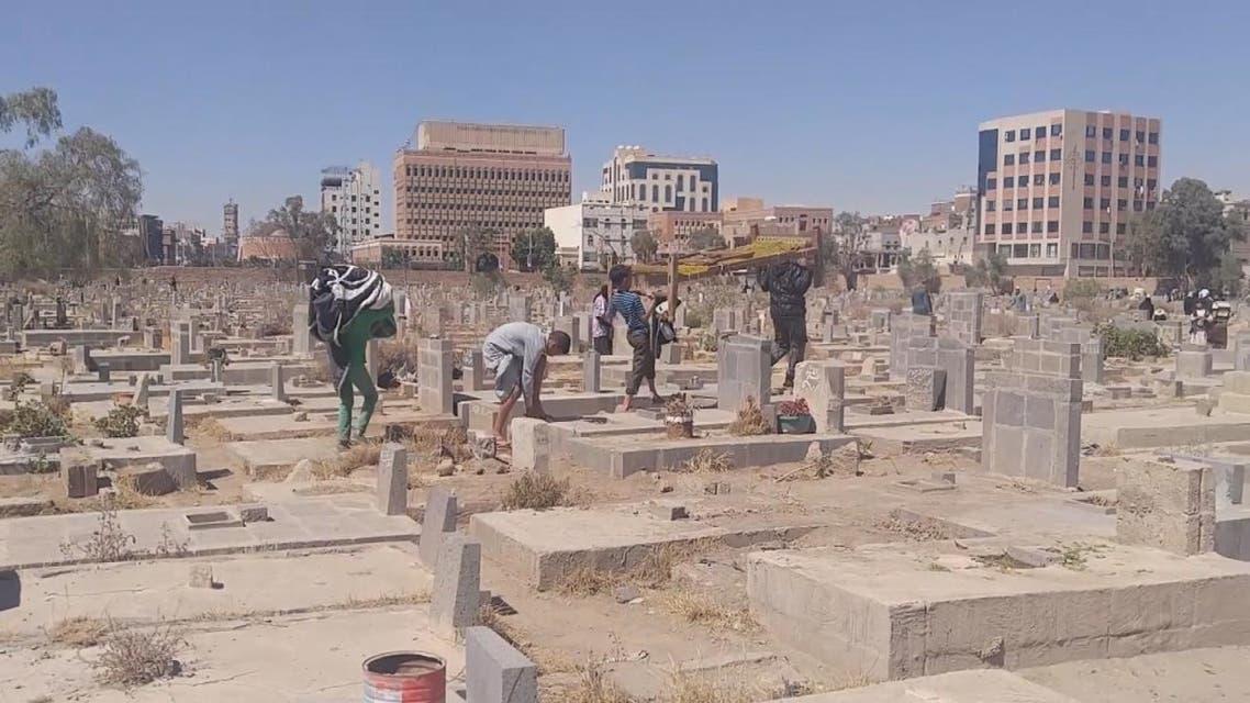 اليمن.. الأطفال حراس للقبور