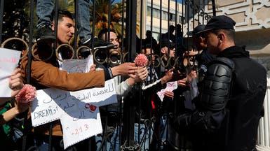 الجزائر.. تأهب أمني وتظاهرات في عدة مدن