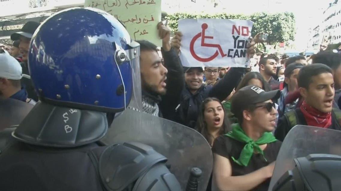 الجيش يتوعد من يسعون لإعادة الجزائر لسنوات الجمر