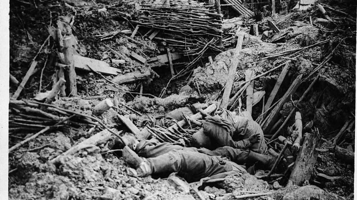 صورة لعدد من الجنود الألمان القتلى بمواقعهم بميسن
