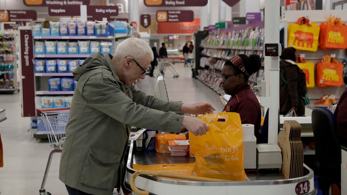 British consumers reined in their spending in February ahead of Brexit as shoppers focused on buying food, including for stock-piling. (File photo: AP)