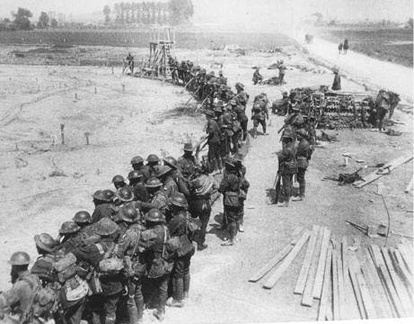 جانب من الجنود البريطانيين خلال معركة ميسن