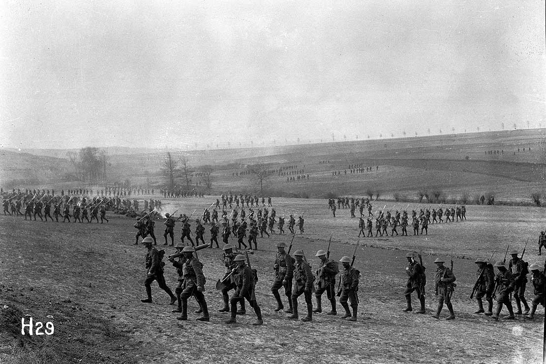 صورة لعدد من الجنود البريطانيين المشاركين بمعركة ميسن