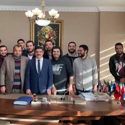 "مستشار أردوغان يجتمع بمتطرفين.. ويطمئنهم ""لن ترحّلوا"""