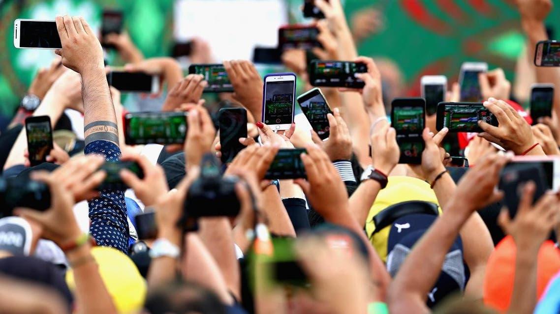 Smart phones social media (AFP)