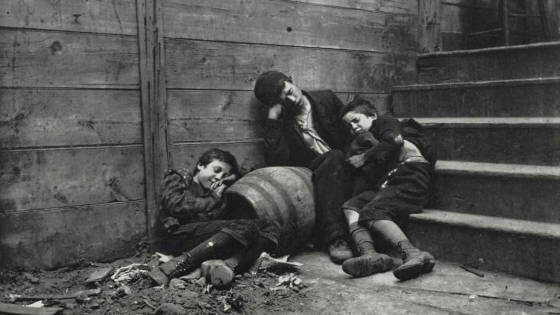 صورة لأطفال متشردين بشوارع نيويورك في حدود العام 1900