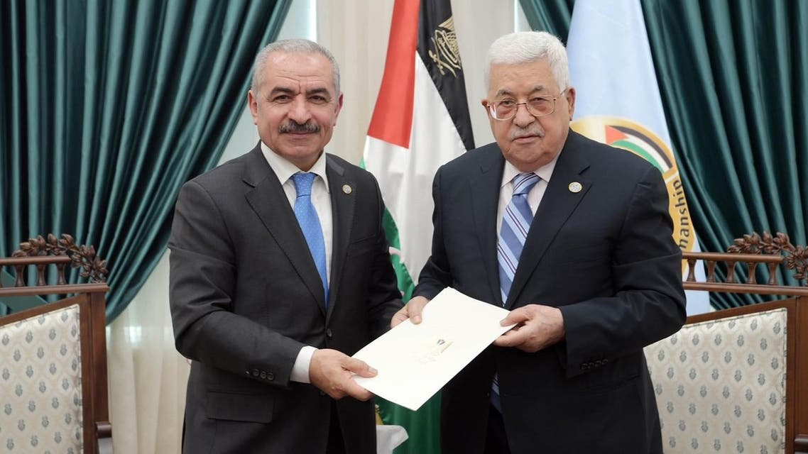 الرئيس الفلسطيني يكلف القيادي في فتح محمد إشتية بتشكيل الحكومة الجديدة