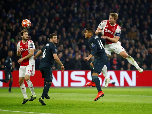 النجم الهولندي دي ليخت يقترب من الانضمام إلى برشلونة