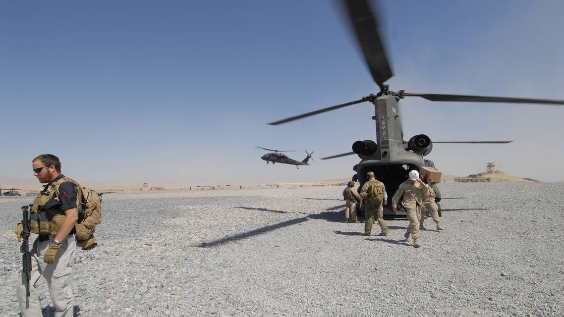U.S solders disembark from a Chinook helicopter in the southern town of Qalat, the capital of Zabul province, 02 October 2006. US Senate majority leader Bill Frist is currently visiting Afghanistan with fellow senator Mel Martinez. AFP PHOTO/ SHAH Marai