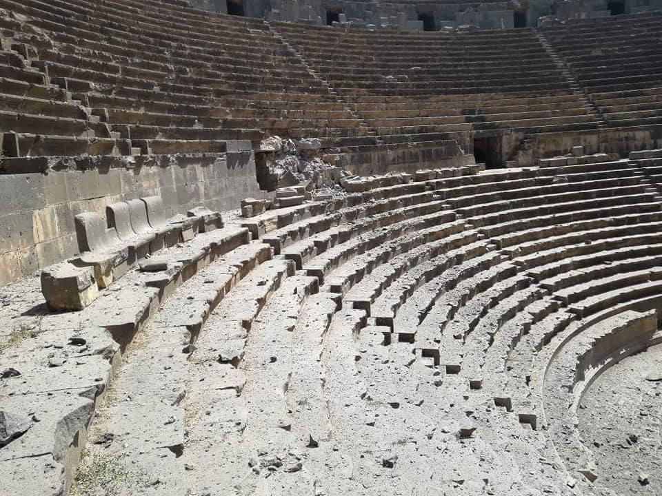 دمار أصاب مدرج بصرى التاريخي جنوب سوريا جراء قصف النظام السوري
