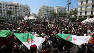 آلاف الجزائريين يحتجون على ترشح بوتفليقة وسط العاصمة