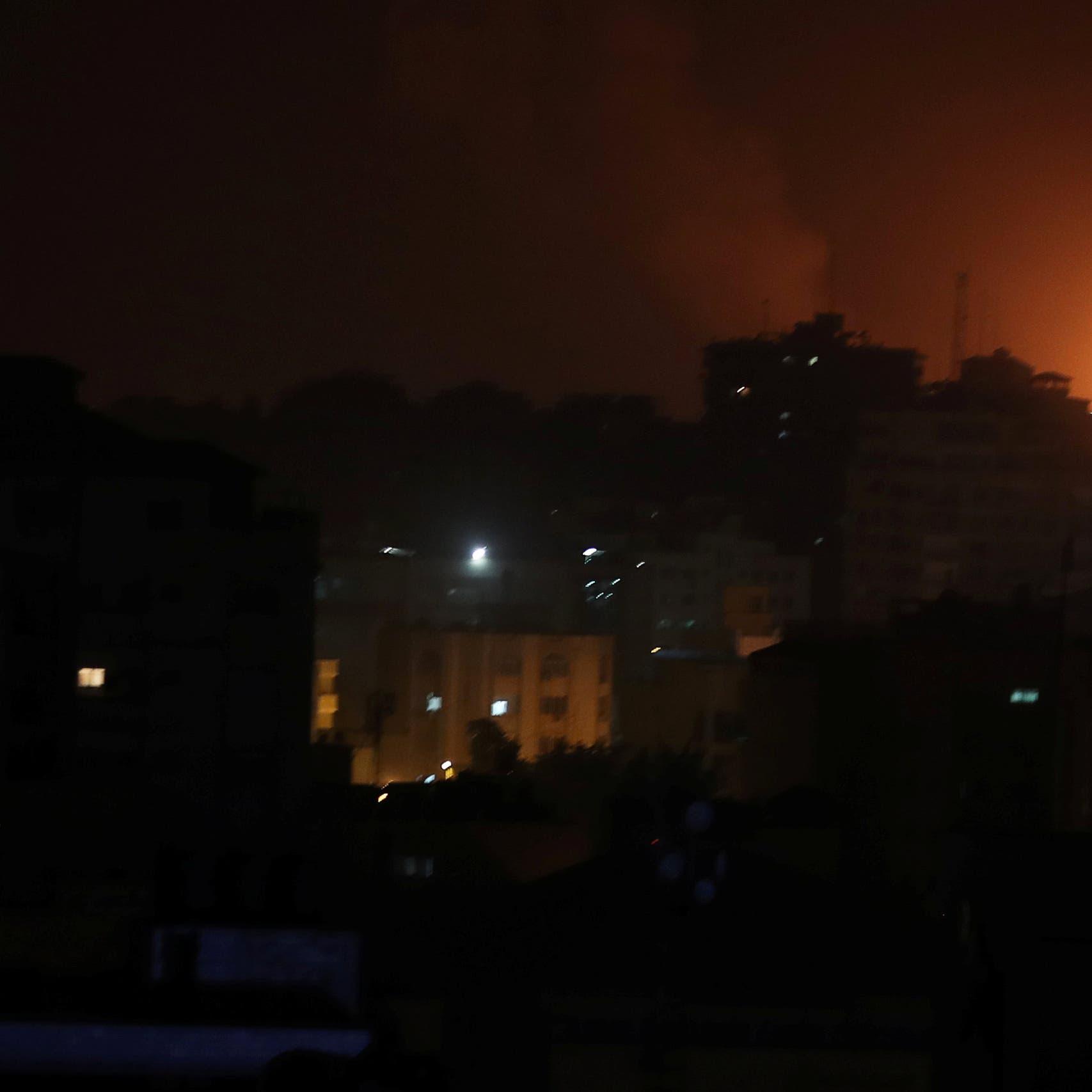 غارات إسرائيلية على غزة والفصائل ترد بإطلاق الصواريخ