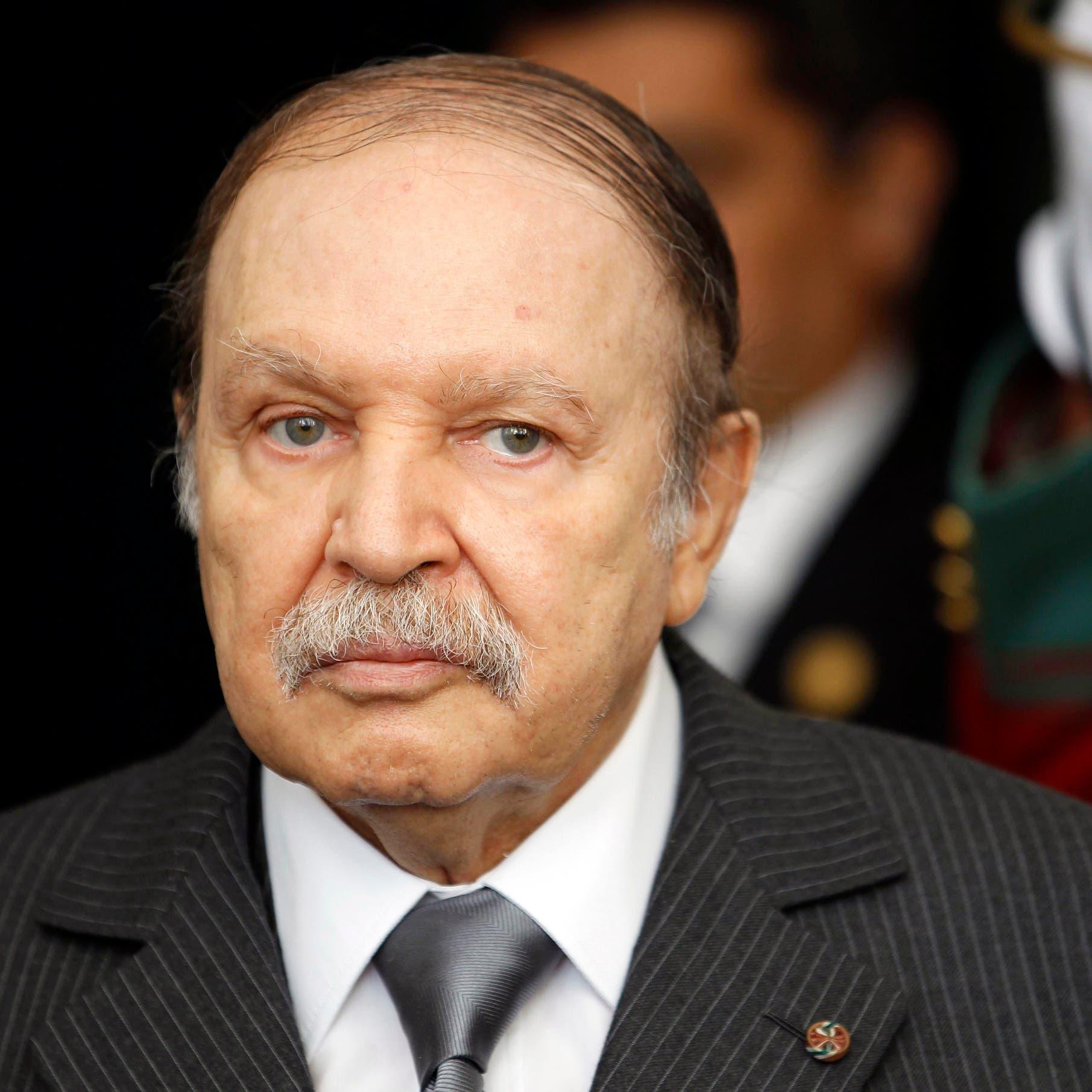 الرئيس الجزائري عبد العزيز بوتفليقة يقدم استقالته