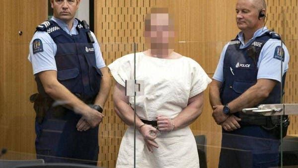الإرهابي مكبل أمام المحكمة