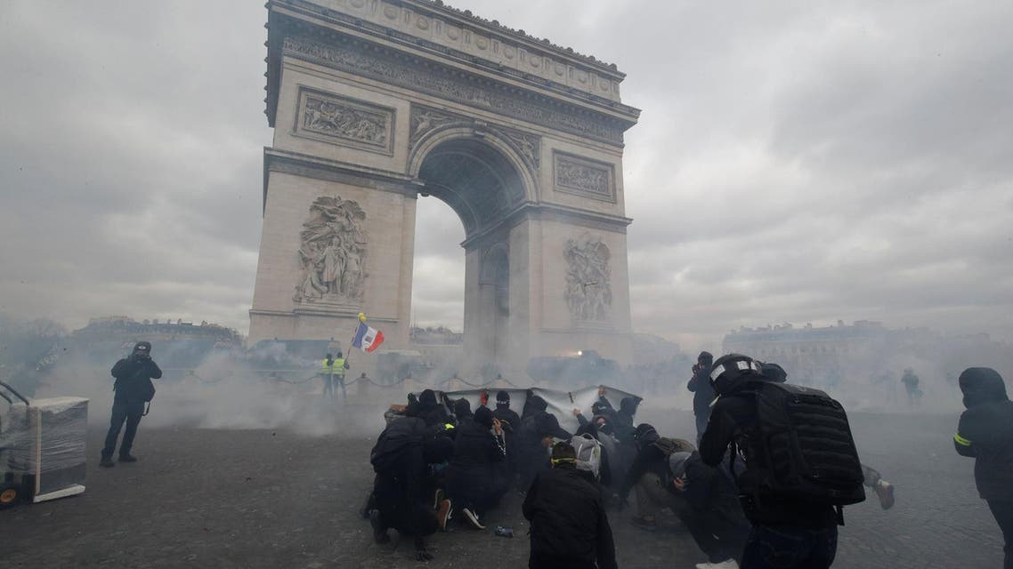 Protesters clash with French riot police during a demonstration in Paris, France on March 16, 2019. (Reuters)