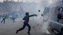 پیرس میں زرد صدری تحریک کے مظاہرین کی پولیس سے جھڑپیں، دکانوں میں لوٹ مار
