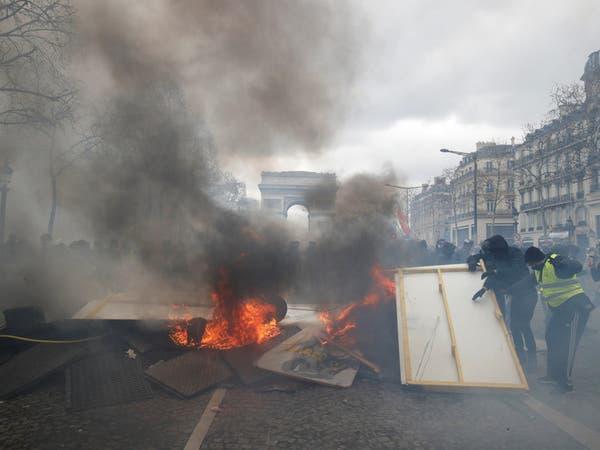 ماكرون يتهم بعض متظاهري الجمعة بمحاولة تدمير الجمهورية